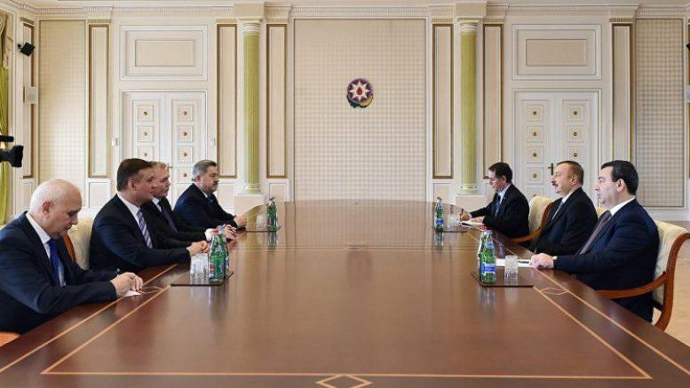 Президент Азербайджана с встретился с делегацией российских депутатов