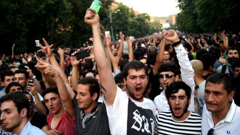 Любить армян, грозящих стереть с лица земли Азербайджан?