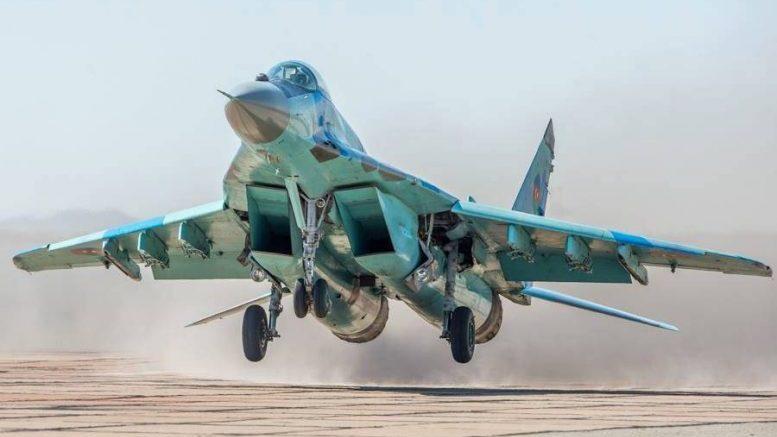 ВВС Азербайджана провели тренировочные полеты в небе над Баку