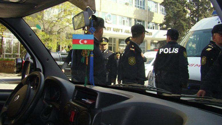 В Азербайджане во время беспорядков убили двоих полицейских