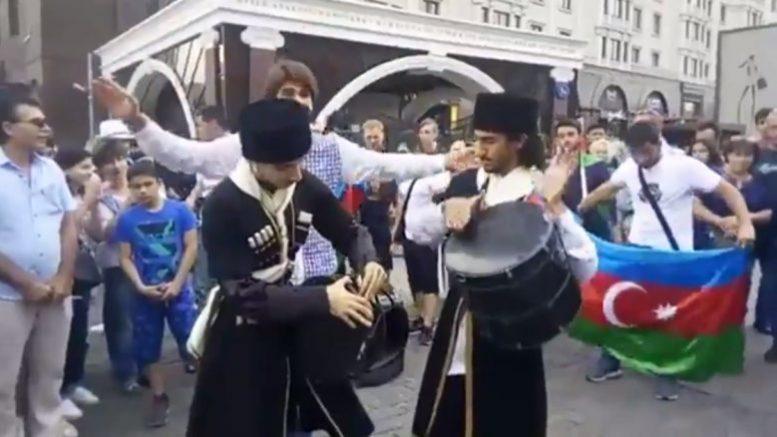 Азербайджанские организации Москвы и Московской области проводят молодёжный флешмоб в поддержку Чемпионата Мира по футболу 2018