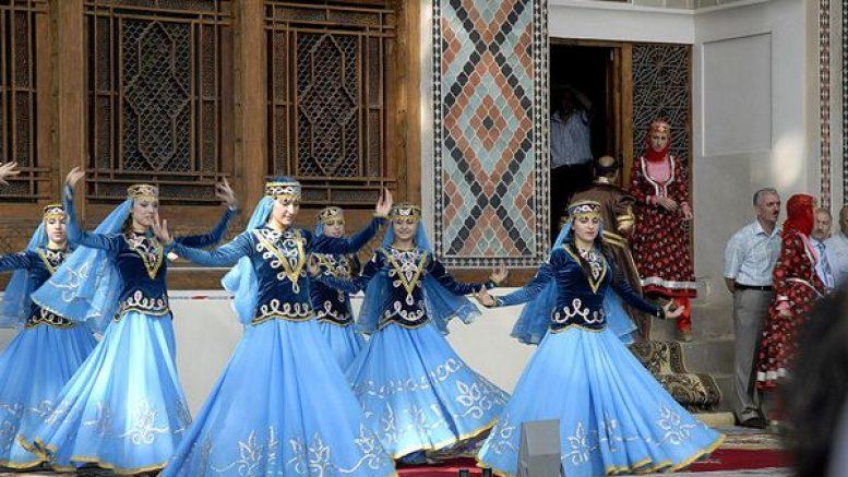 Выступление ансамбля школы танцев Одлар Юрду